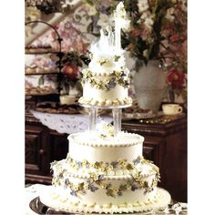 Forever Entwined Cake - Cascading swags of magnificent apple blossoms on life-like ivy vines add a charming touch of sweetness to any wedding celebration. Extravagant Wedding Cakes, Italian Wedding Cakes, Elegant Wedding Cakes, Beautiful Wedding Cakes, Wedding Cake Designs, Wedding Cake Toppers, Beautiful Cakes, Wedding Cupcakes, Amazing Cakes