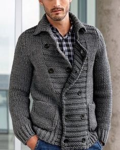 Автоматический альтернативный текст отсутствует. Cardigan Fashion, Sweater Cardigan, Men Sweater, Cool Outfits, Casual Outfits, Fashion Outfits, Well Dressed Men, Gentleman Style, Cashmere Sweaters