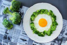 Jajko sadzone z brokułami