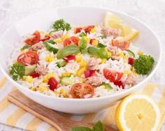 Salade de riz fine ligne au thon et au citron : www.fourchette-et… Rice salad thin line with tuna and lemon: www.fourchette-and … Salad Recipes, Diet Recipes, Healthy Recipes, Super Dieta, Caesar Salat, Caprese Salat, Healthy Life, Healthy Eating, Rice Salad