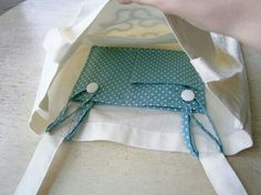 """Sewing Projects DIY Tote Pocket Insert - Love The easy sewing project for back to school. """"Insertable pocket for tote bags. This is simply brilliant! This idea could work Sewing Hacks, Sewing Tutorials, Sewing Patterns, Bag Patterns, Sewing Ideas, Knitting Patterns, Fabric Crafts, Sewing Crafts, Sewing Projects"""