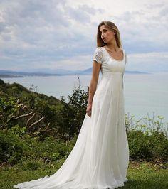 Marie Laporte collection 2017, robe de mariée empire Lorette à col rond et manches courtes en dentelle