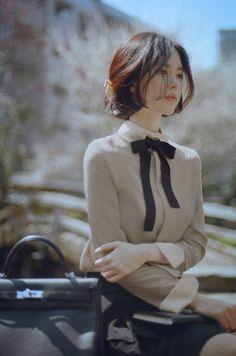 韓国のmilkcocoaというアパレルサイトのモデルさん。  名前は不明、韓国語翻訳してみましたが、現地の方々も名前を知らいないようです。  【追記】彼女の名前はyun seon youngと判明??しました。しかし、本人のブログ・インスタなど本人もしくはオフィシャルの情報ではないので信憑性にかけますね。   It Is A Milkcocoa Model.yun seon young?☟Please click picture.                                                               仮にフォトショップで画像いじっていたとしても、なかなかなのでは思います??!?  これだけ綺麗なのに、プロフィール一切ないと、いろいろ模索しちゃいますよね。  ...