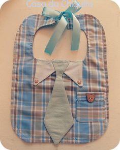 Kit mamãe e baby, super estiloso, neste kit contém um babador, uma toalhinha e uma eco bag para você ficar tranquila e levar o seu bebê para passear! FEITO SOB ENCOMENDA! Tecido 100% algodão. Altura: 28cm (MEDIDA DO BABADOR). largura; 20cm(MEDIDA DO BABADOR). R$ 44,90