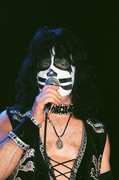 For all you Singer fans. Kiss Members, Eric Carr, Best Kisses, Kiss Band, Hot Band, The Monkees, Nfl Football, Rock And Roll, Halloween Face Makeup