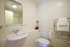 Strategic Waterloo East to Enjoy London Attraction : Waterloo East Apartment Bathroom