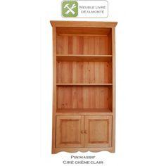 Bibliothèque 2 portes en pin massif au style authentique et indémodable. 3 étagères pour un rangement pratique. Pour cuisine, salon, séjour, chambre