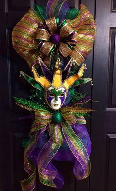 Mardi Gras Jester Mask Swag by WreathsbyLaura on Etsy Mardi Gras Wreath, Mardi Gras Decorations, Mardi Gras Party, Christmas Decorations, Doorway Decorations, Christmas Crafts, Holiday Decor, Mobile Mardi Gras, Jester Mask