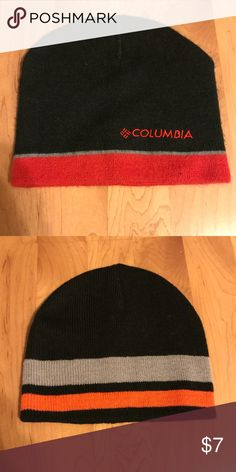 🔴2 boys knit winter hats 2 knit hats.  Never worn. One Columbia and one Sonoma. Would fit size 10/12 approximately. Comes from a smoke free home Columbia Accessories Hats