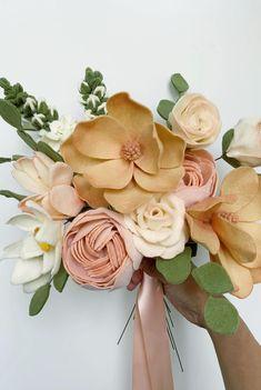 Felt Flower Bouquet, Felt Flower Wreaths, Felt Wreath, Diy Bouquet, Paper Flowers Diy, Handmade Flowers, Flower Crafts, Fabric Flowers, Felted Flowers