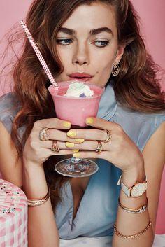Glamour Italia Jewelry Beauty shoot with model Mathilde Brandi- Junk Food, Desse… Glamour Italia Jewelry Beauty Shooting mit Model Mathilde Brandi- Junk Food, Desserts, Schmuck [. Fashion Shoot, Look Fashion, Fashion Models, Fashion Beauty, Trendy Fashion, Fashion Glamour, Women's Beauty, Jewelry Editorial, Beauty Editorial