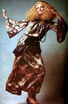 Chiffon lamé gown by Jean Patou, photo Guy Bourdin, Vogue Paris September 1969 Guy Bourdin, Guy Laroche, 60s And 70s Fashion, Retro Fashion, Vintage Fashion, 60s Vintage Clothing, Vintage Outfits, Vintage Hair, Jeanne Lanvin