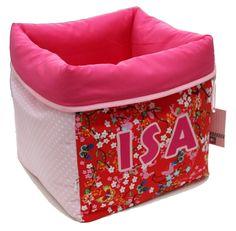 Tutorial written by Jip by Jan Fabric basket Kids Storage Bins, Fabric Storage Baskets, Fabric Basket, Sewing For Kids, Baby Sewing, Diy For Kids, Wallet Sewing Pattern, Sewing Box, Fabric Boxes Tutorial