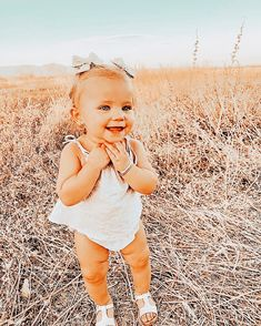 Cute Little Baby, Lil Baby, Baby Sister, Cute Baby Girl, Cute Babies, Little Girl Outfits, Cute Outfits For Kids, Cute Kids, Fall Baby Pictures