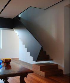 Bloc marches bois - edifici sul fiume oglio by Dep Studio Open Stairs, White Stairs, Floating Stairs, Entryway Stairs, Rustic Entryway, Stairs Architecture, Architecture Details, Interior Architecture, Interior Design