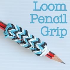 Make a loom pencil grip!! -  What a neat idea. Not only for a pencil but a pen too..... Rainbow Loom Fishtail, Rainbow Loom Charms, Rainbow Loom Bands, Rainbow Loom Bracelets, Bracelets Élastiques, Loom Band Patterns, Loom Bands Designs, Rainbow Loom Patterns, Crochet Patterns