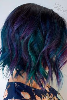 18 Classy and Fun A-Line Haircut Ideas - Hairstyles for Any Woman Hair Color Purple, Hair Dye Colors, Cool Hair Color, Short Wavy Hair, Short Hair Styles, Oil Slick Hair, Creative Hair Color, Dramatic Hair, Haircut And Color