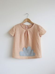 little cloud pocket linen top / blouse / tunic door swallowsreturn Fashion Kids, Little Girl Fashion, Retro Fashion, Kids Mode, Blouse En Coton, Tunic Blouse, Linen Tunic, Kid Styles, My Baby Girl