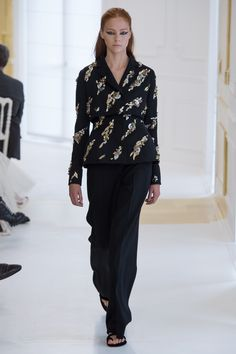 See the complete Christian Dior Fall 2016 Season collection.
