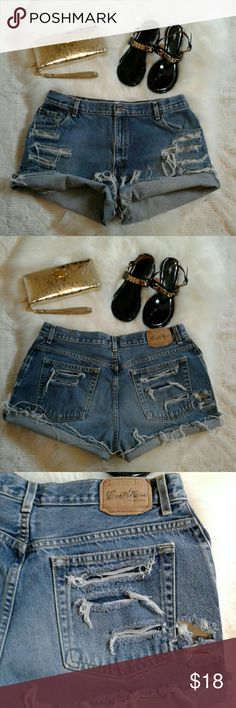 """Levis Vtg Relax Fit Distressed Jean Shorts Excellent rebuild condition Vintage High Waist fit   100% cotton 5 pockets-zip up fly- button closure Waist: 17.5"""" (relax) Length: 11.5"""" (folded) 13.5""""(frayed) Levi's Shorts Jean Shorts"""