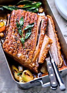Rezept Alfons Schuhbeck Schweinekrustenbraten mit kräftiger Sauce und Schmorgemüse Deutschland - Das Kochbuch 2017 ZS Verlag Schweinebraten Krustenbraten
