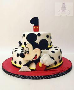 Mickey Mouse cake #bari  #cakedesign #cake #birthday #tortaexpress #festedicompleanno #party  #fondant  #cakelover #sugarartist #sugar  #cakedesigner #sugarpaste #fondantcake #gumpaste  #red #1year #disneycake #mickeymousecake