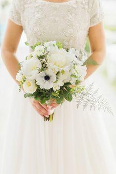 Nautical white bouquet: Photography : Melani Lust Photography Read More on SMP: http://www.stylemepretty.com/new-york-weddings/rye-new-york/2016/03/30/nautical-seaside-wedding/