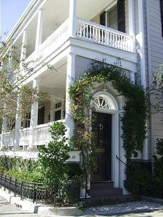 "A ""front"" door in Charleston, S., leads to a porch. a Charleston Single house Charleston Style, Charleston Homes, Charleston Gardens, Southern Architecture, Architecture Details, Southern Homes, Southern Living, Southern Charm, Southern Style"