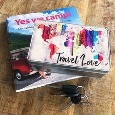 Cadouri - handmade Shop   mit Liebe hergestellte Produkte für Zwei- & Vierbeiner   Blechdose TRAVEL LOVE Bunt, Blue Butterfly, Tin Lunch Boxes, Wrapping Papers, Goodies, Packaging