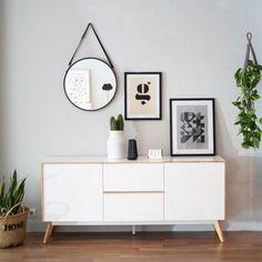 Skap, un aparador de 160 cm en color blanco y natural, perfecto para completar cualquier estancia.