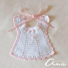 New crochet baby romper love Ideas Crochet Baby Bibs, Crochet Baby Clothes, Crochet Shoes, Crochet For Kids, Crochet Lace, Crochet Stitches, Crochet Bikini, Baby Knitting Patterns, Baby Patterns