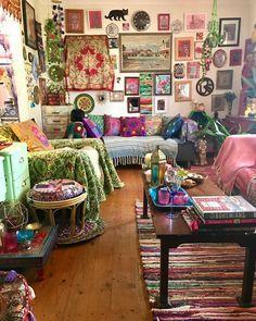 hippie room decor 756604806134241742 - Beautiful Bohemian Living Room Decor Ideas 69 Source by tophomydezign Bohemian Living, Bohemian Decor, Gypsy Decor, Vintage Bohemian, Room Ideas Bedroom, Bedroom Decor, Wall Decor, Hippy Room, Indie Room