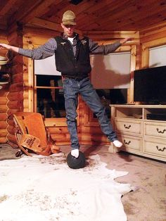❦ Mauney's bull riding secret is to stand on a 12 pound medicine ball. He said it simulates the drops a bull makes - PBR Jess Lockwood, Cowboy And Cowgirl, Cowboy Baby, Professional Bull Riders, Rodeo Life, New Year New Me, Bull Riding, Medicine Ball, Ranch Life