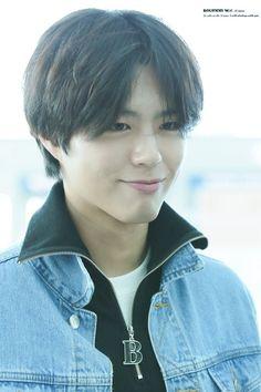 パクボゴム、癒し度満点の笑顔でマレーシアへ!仁川空港から出国 Korean Celebrities, Korean Actors, Park Go Bum, Bo Gum, Kdrama Actors, Hair Cuts, Boyfriend, Kpop, Guys