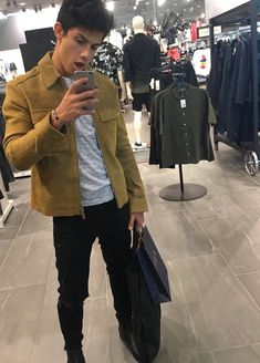 Designer Clothes, Shoes & Bags for Women Teen Jungs Outfits, Boy Tumblr, Teenage Boy Fashion, Jugend Mode Outfits, Mens Fashion Sweaters, Poses For Men, Big Men, Urban Fashion, Men's Fashion