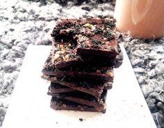 Laissez vous séduire par mes Chocolats aux superaliments (Spiruline, Maca et Baies d'Açai)! Vegan, Paleo, sans gluten et sans lactose.