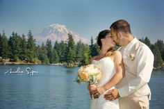 Outdoor wedding photography | Amelia Soper Wedding Photographer, Lake Tapps, Private residence, couple, bride, groom, Mount Rainier, kiss