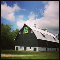 My dream barn in Linn County Iowa on the Lincoln Highway. #barn quilt