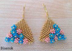 summer earrings - flowers embellishing triangles. (translate)  #Seed #Bead #Tutorials