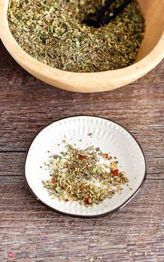 This Italian Seasoning Mix is a perfect combination of spices and herbs that will make a great addition to any recipe. #italianseasoning #italian #homemade #recipe #easy #mix #blend #chicken #DIY #Packet Italian Spice Mix Recipe, Homemade Italian Seasoning, Italian Seasoning Mixes, Italian Spices, How To Make Homemade, Homemade Recipe, Dry Rub For Steak, Italian Dressing, Spice Mixes