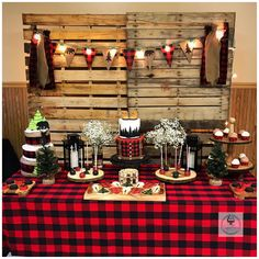 Buffalo Plaid Lumberjack Baby Shower Ideas Check out this adorable Buffalo Plaid Lumberjack Baby Shower submitted by Sugar Fetish Cakery. Full of fun decorations and treats, you'll easily be able to recreate this lumberjack baby shower on your own. Fiesta Baby Shower, Boy Baby Shower Themes, Baby Shower Fun, Baby Shower Decorations, Jordan Baby Shower, Baby Showers, Christmas Baby Shower, Baby Shower Winter, Christmas Christmas