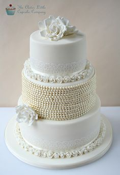 Vintage Lace  Pearl Wedding Cake ~ Gorgeous....I love this cake!  ᘡղbᘠ