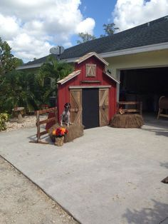 10 sublime useful ideas: Fence Classic Trellis House Fence Design. Barnyard Party, Farm Party, Backyard Fences, Fenced In Yard, Pool Fence, Deco Haloween, Halloween, Ranch House Landscaping, Fence Landscaping