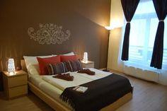 Кращі готелі та апартаменти Будапешта з безкоштовною парковкою, від 38 євро. Наша добірка. Bed, Furniture, Home Decor, Decoration Home, Stream Bed, Room Decor, Home Furnishings, Beds, Home Interior Design