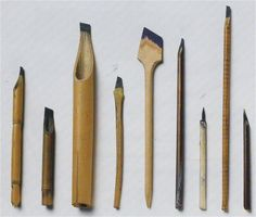 Calligraphers use pens with various widths of nibs. As these pens are not sold in the market, the calligraphers themselves produce by scraping bamboos or reeds.