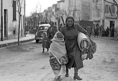 Spanish Civil War from 1936 ( july to april Spanish War, Paranormal Experience, France 3, Guernica, Spain Holidays, Refuge, Civil War Photos, Children Images, Andalusia