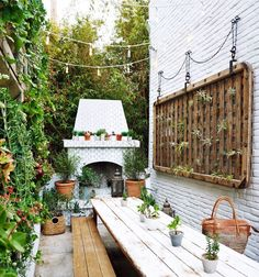 Concrete to Chic: Turn an Alleyway into a Getaway! (Justina Blakeney - The Jungalow) Outdoor Areas, Outdoor Rooms, Outdoor Living, Outdoor Decor, Outdoor Balcony, Back Patio, Small Patio, Backyard Patio, Patio Design
