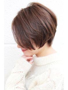 レウナ 外苑前(Reuna)黒髪でも可愛く決まるニュアンスショートボブ Short Hairstyles For Women, Girl Hairstyles, Short Hair Cuts, Short Hair Styles, Cute Cuts, Blonde Bobs, Layered Hair, Hair Designs, Salons