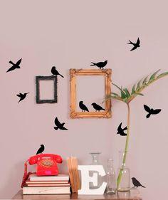 ES: Decorativo corte de vinilo: Siluetas negras de pajaros.  EN: Decorative vinyl cutting: Black silhouettes of birds.