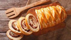 Venezuelan cuisine: Christmas loaf pan de jamon close-up. Pan Relleno, Loaf Pan, Sausage, Bread, Chicken, Cooking, Ethnic Recipes, Bandanas, Foods
